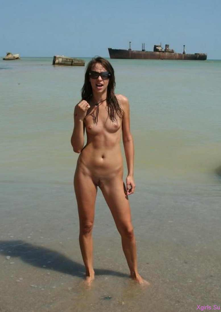 Фото голых девушек на общем пляже 17 фотография