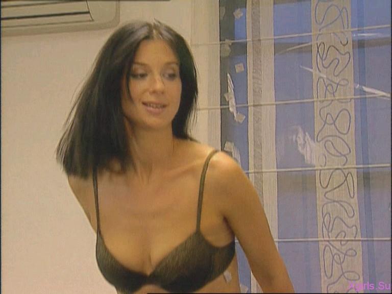 puknula-tualete-aktrisi-kino-rossii-feyki-porno-paren-prishel