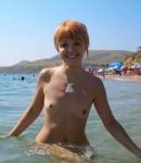 foto-golyx-devochek-na-plyazhax-21