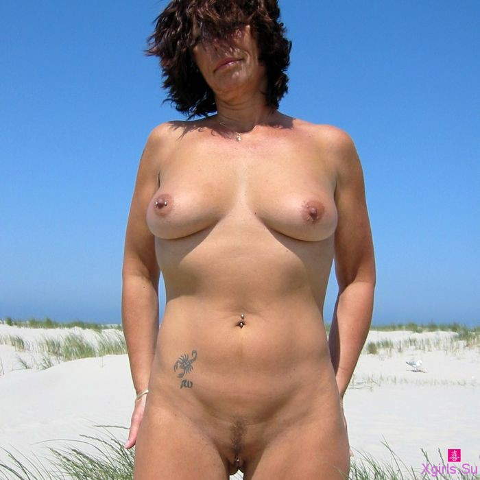 уже почти зрелые женщины на пляже ххх фото налитые молоком большие