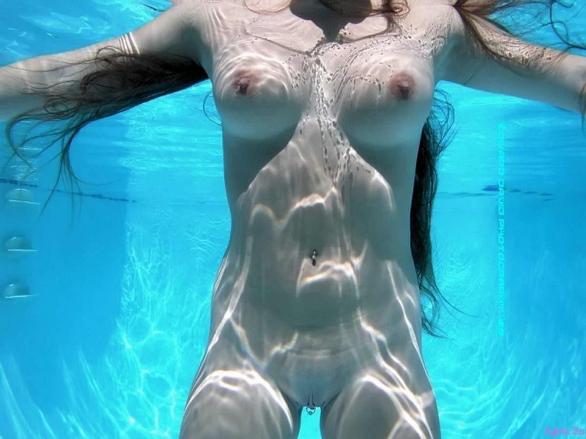 Фото голых женщин с большими сиськами под водой 24 фотография