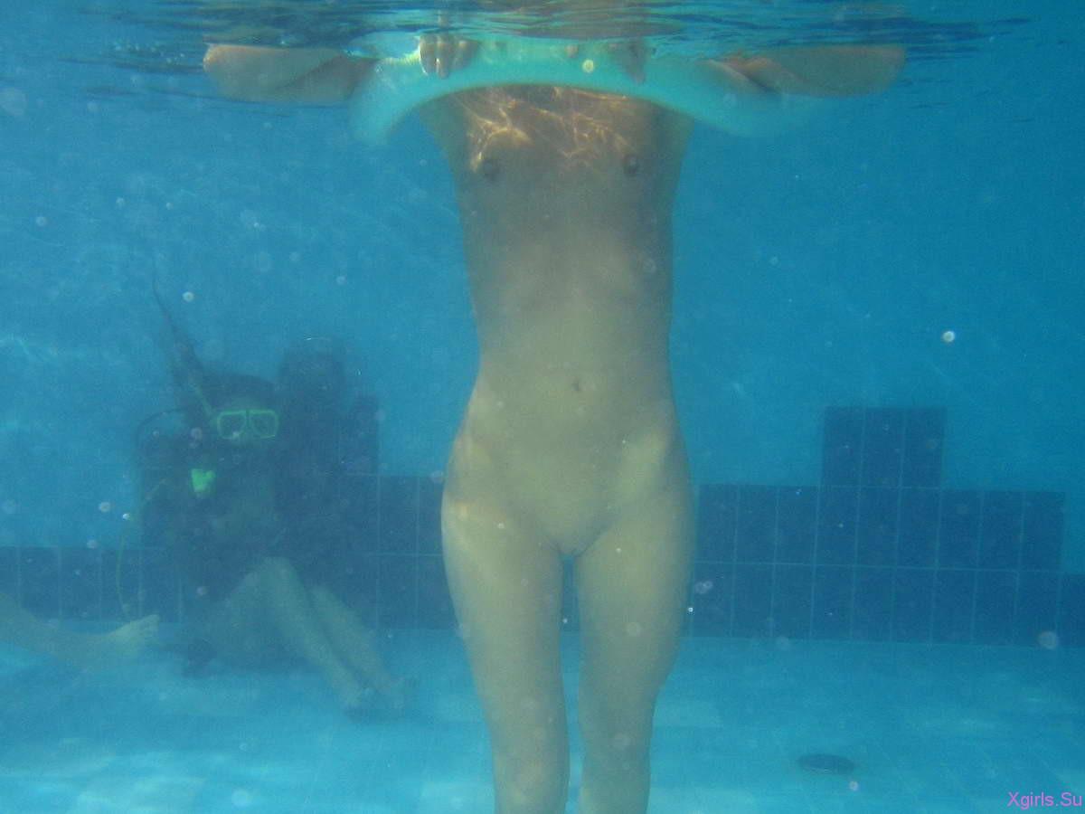 Фото девушек голышем плещущихся в воде смотреть онлайн 26 фотография
