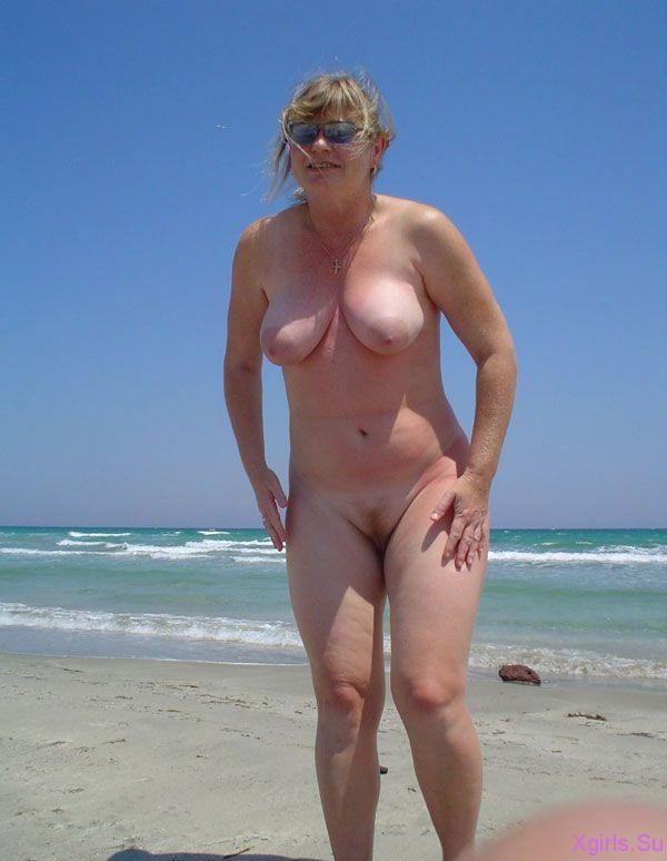 голые женщины в возрасте группами фото на пляже