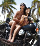 golye-devushki-na-motociklax-11