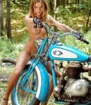 golye-devushki-na-motociklax-12