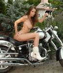 golye-devushki-na-motociklax-18