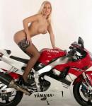 golye-devushki-na-motociklax-37